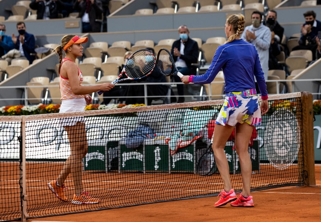 Kvitova and Sofia Kenin (left) tap rackets at the net after their semifinal encounter at the French Open, which would be Kvitova's last match of the year. Photo: TPN