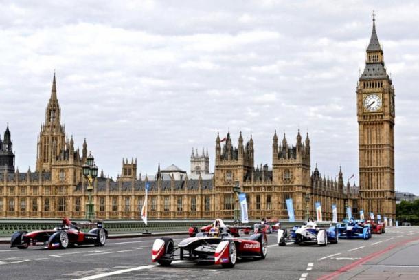 La Formula E se corre en circuitos urbanos. Foto: formula1.com