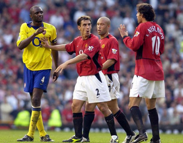 Vieira, jugador del Arsenal, discute con van Nistelrooy, del Manchester United   FOTO: Getty Images