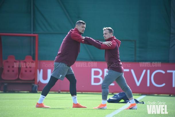 Lovren y Shaqiri en el entrenamiento. FOTO: Noelia Déniz