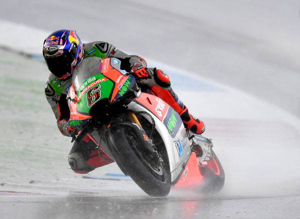 Bradl cornering in the wet - Gresini Racing