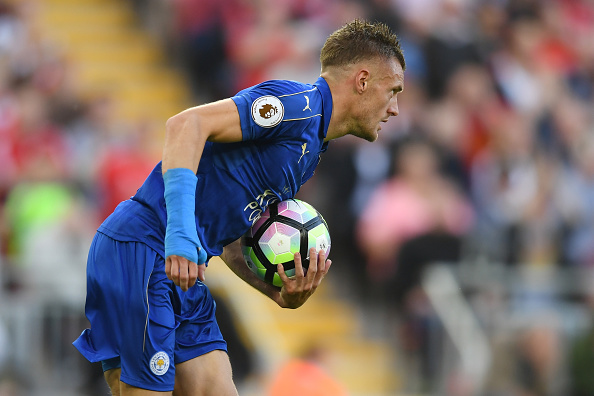 Above: Jamie Vardy collecting the ball after his goal in Leicester'a 4-1 defeat to Liverpool | Photo: Getty Images