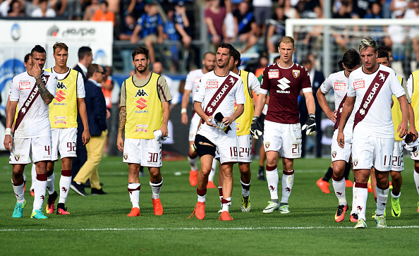 A dejected Granata walk towards their fans after defeat in Bergamo | Photo:  Pier Marco Tacca/Getty Images