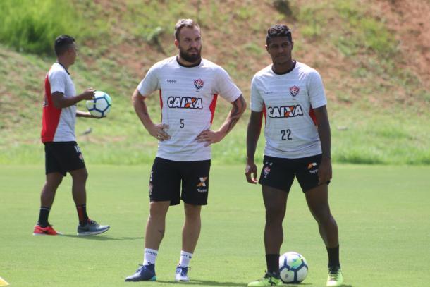 Leão treinou no horário do jogo para maior adaptação (Foto: Maurícia da Matta/EC Vitória)