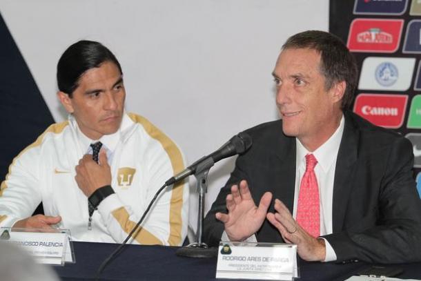 Ares de Parga y Palencia en su presentación (Foto: Notimex)