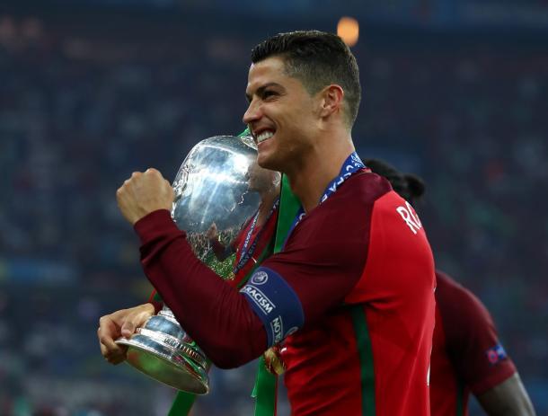Cristiano Ronaldo ganando la Eurocopa de 2016 | Fuente: UEFA