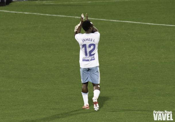 James Igbekeme, ovacionado en su sustitución | Foto: Andrea Royo, VAVEL
