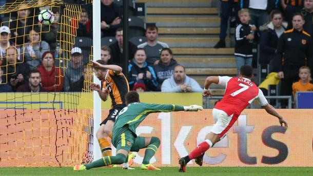 Alexis marcó en el último partido entre ambos. Foto: Premier League.