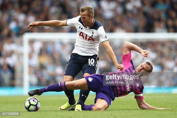 Above: Sunderland AFC captain Lee Cattermole sliding in on Harry Kane during their 1-0 defeat to Tottenham | Photo: Getty Images