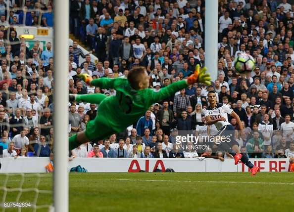 Jordan Pickford in action during Sunderland's 1-0 defeat to Tottenham | Photo: Getty Images