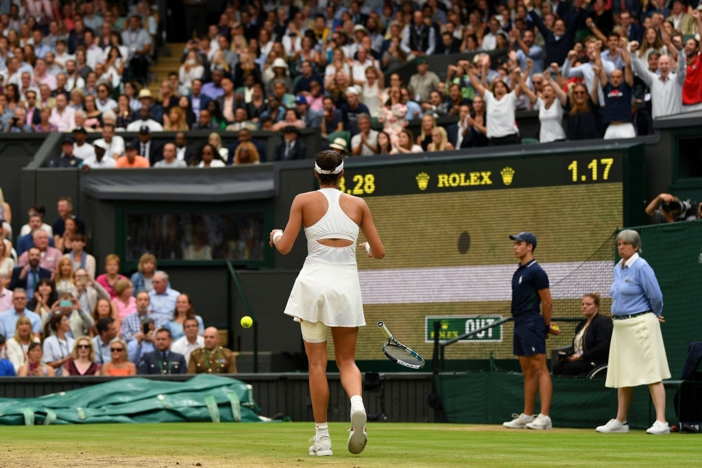 Muguruza face-to-face with her moment of truth, on championship point, in the 2017 Wimbledon final. Photo: David Ramos