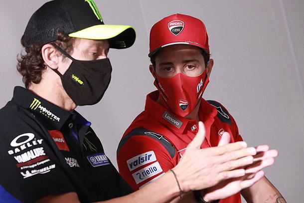 Charla entre Rossi y Dovi en 2020 / foto: Motorsport.com