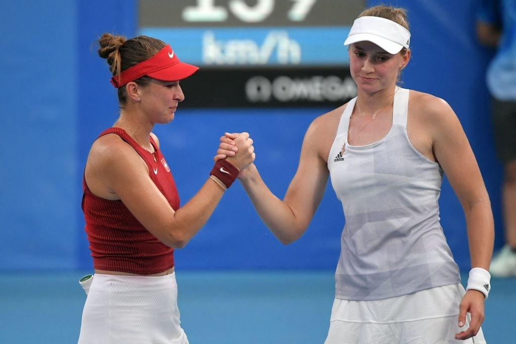 Both players exchange a handshake after the conclusion of their semifinal tussle. Photo: