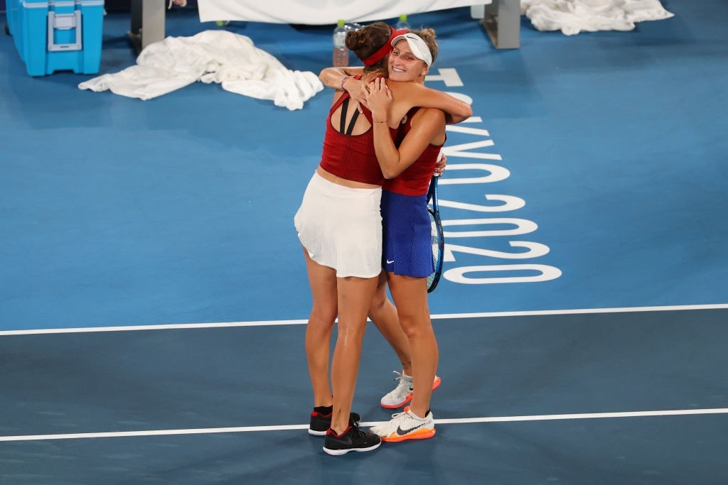 Bencic and Vondrousova at the net after the conclusion of the gold medal match. Photo: