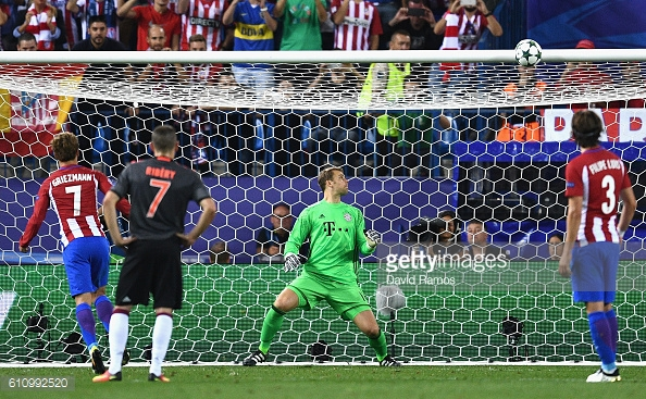 Above: Antoine Griezmann hitting the crossbar with his penalty in Atletico Madrid's 1-0 win over Bayern Munich | Photo: Getty Images
