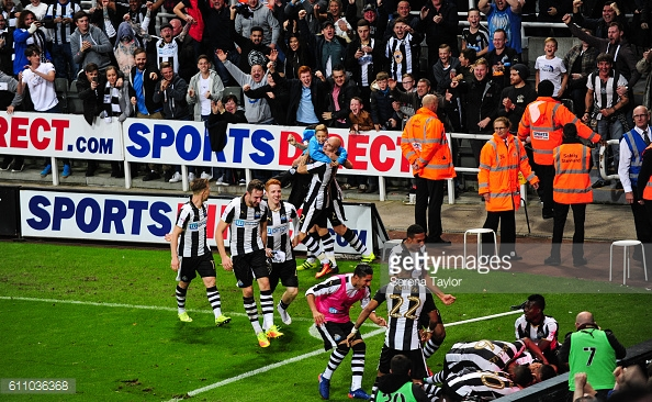 Newcastle celebrate Gayle's late winner against Norwich (Photo: GettyImages/ Serena Taylor)