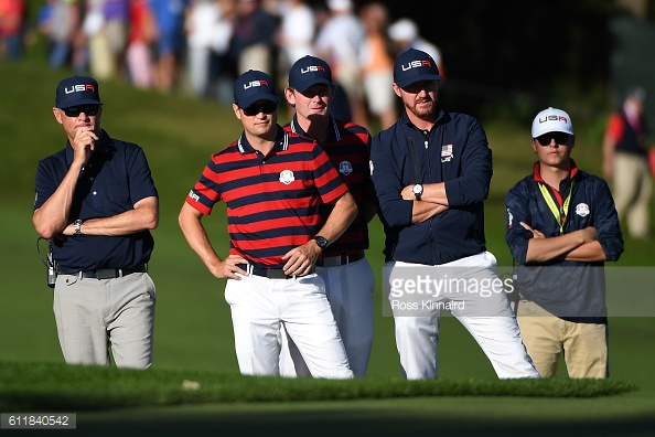 A pensive US team look on (photo:getty)