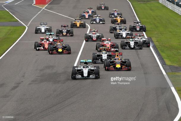 Hamilton (44, left) went backwards at the start.   Photo: Getty Images/Mark Thompson