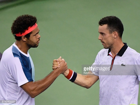 Roberto Bautista Agut and Jo-Wilfried Tsonga shake hands following the Spaniard's straight sets win in Shanghai/Photo: Brian Lee/Getty Images