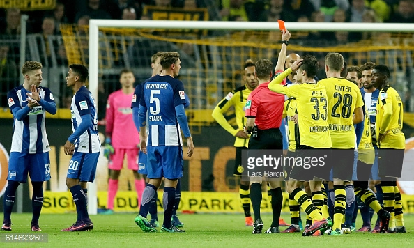Mor was shown a red card before the end of the game | Photo: Lars Baron / Getty Images