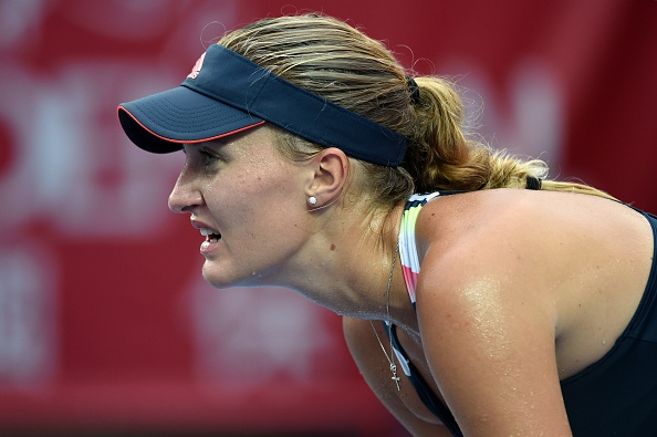 Mladenovic can't consolidate the break | Photo: Anthony Wallace/Getty Images