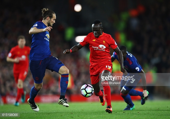 Daley Blind fighting for ball against Sadio Mane
