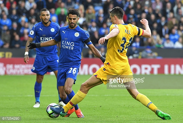 Martin Kelly struggled in his battle with the excellent Riyad Mahrez | Photo: Getty images / Ross Kinnaird