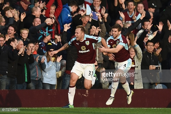 Above: Scott Arfield celebrating his late goal in Burnley's 2-1 win over Everton | Photo: Getty Images