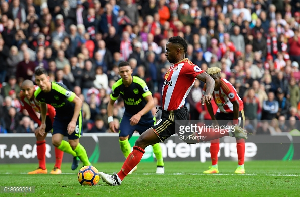 Above: Jermain Defoe slotting home his penalty in Sunderland's 4-1 defeat to Arsenal | Photo: Getty Images