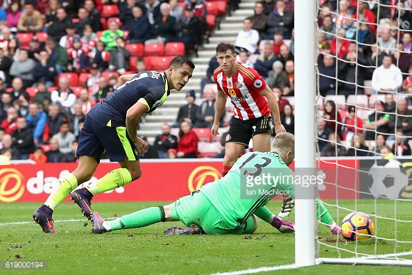 Above: Alexis Sanchez slotting home his second in Arsenal's 4-1 win over Sunderland | Photo: Getty Images