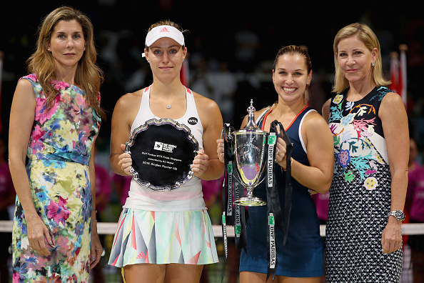 Former WTA stars Monica Seles (left) and Chris Evert (right) alongside Cibulkova and runner-up Angelique Kerber (second from left) after the trophy presentation ceremony in Singapore last weekend. Photo credit: Matthew Stockman/Getty Images.
