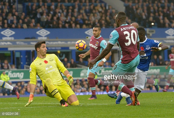 Above: Michail Antonio missing his chance in West Ham's 2-0 win over Everton | Photo: Getty Images