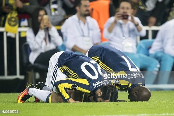 Above: Moussa Sow celebrating his goal in Fenerbahce's 2-1 win over Manchester United | Photo: Getty Images