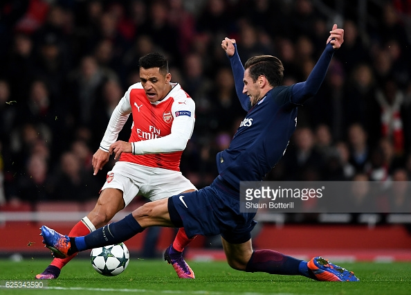Sanchez just before he won Arsenal's penalty. Photo:Shaun Botterill/Getty