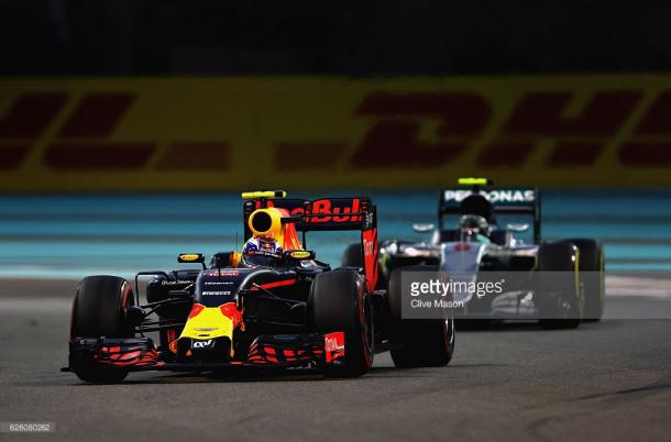 Verstappen initially hampered Rosberg's progress. | Photo: Getty Images/Clive Mason
