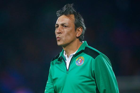O treinador Hugo Vilches (Foto: Esteban Garay/LatinContent WO/Getty Images)