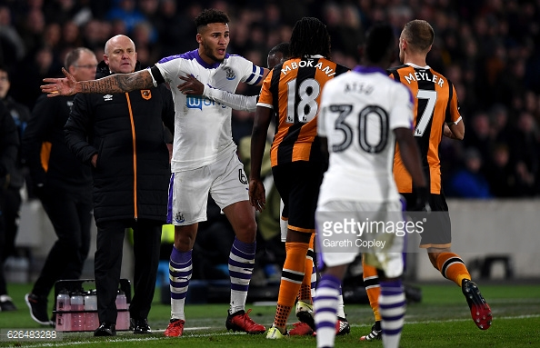 Mbokani reacts to Lascelles (photo: Getty Images)