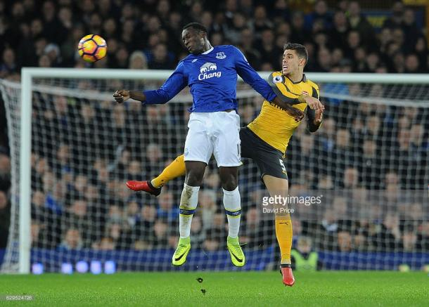 Romelu Lukaku caused Gabriel problems in the second half. | Photo: Getty Images/David Price