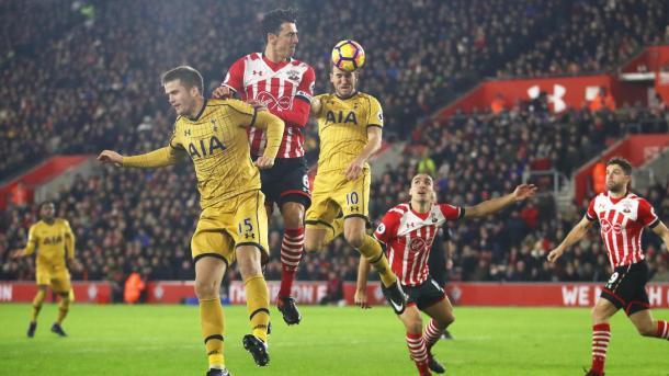 Kane, mentre impatta alla perfezione l'assist di Eriksen. E' il gol dell'1-2. Fonte foto: premierleague.com