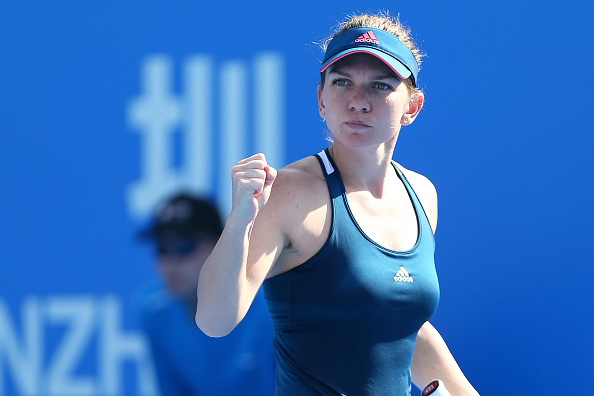 Halep bounces back to take the second set | Photo: STR/Getty Images