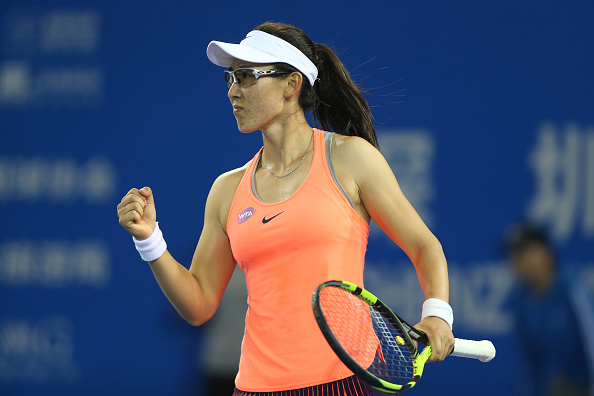 Zheng takes the first set with authority | Photo: Zhong Zhi/Getty Images