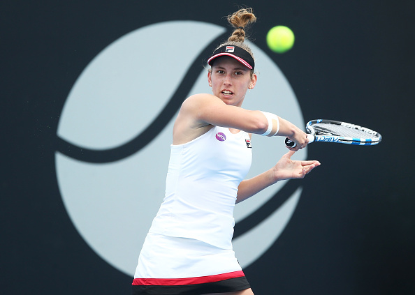 Mertens fires away to earn the first break of the second set | Photo: Mark Metcalfe/Getty Images
