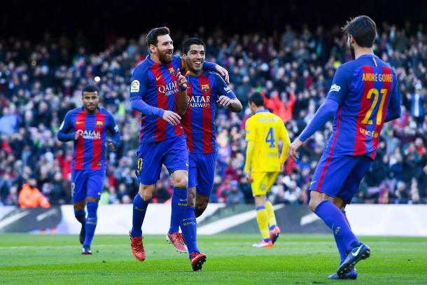 Messi, Suarez e Andre Gomes festeggiano il gol dell'1-0 del Barca