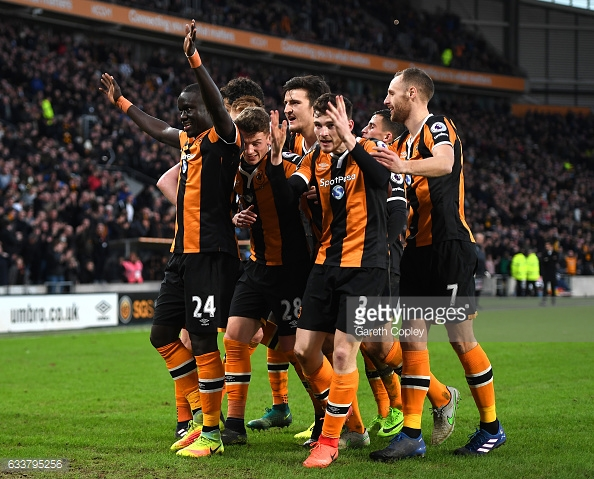 Hull celebrate Niasse's goal against Liverpool (photo: Getty Images)