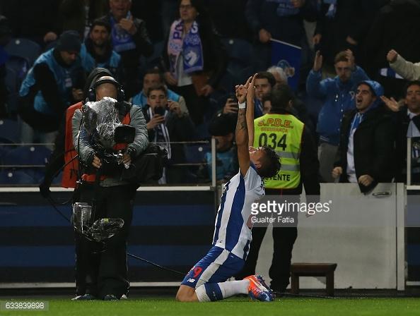 Um jogo, dois golos. Este é o saldo de Soares com a camisola dos azuis e brancos.