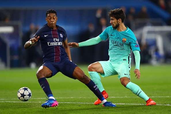 Andrè Gomes durante un contrasto con Kimpenbe (Fonte foto: Sportskeeda)