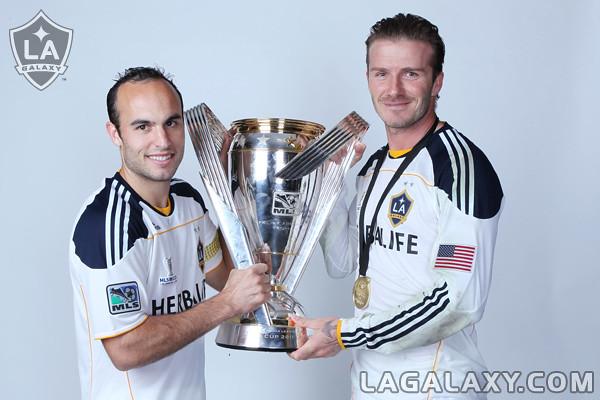 Donovan y Beckham celebrando la MLS Cup 2011 (lagalaxy.com)