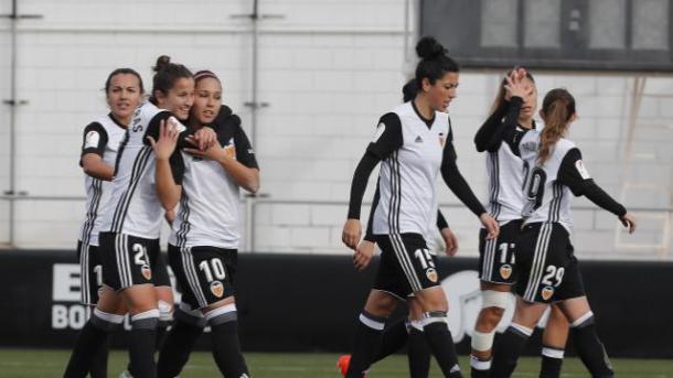 Las jugadoras valencianistas celebrando uno de los goles de Mari Paz. Foto: La Liga