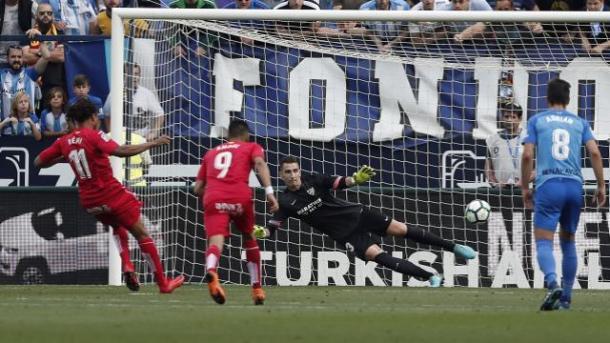 Momento en el que Rémy hace el 0-1 de penalti. / Foto: La Liga