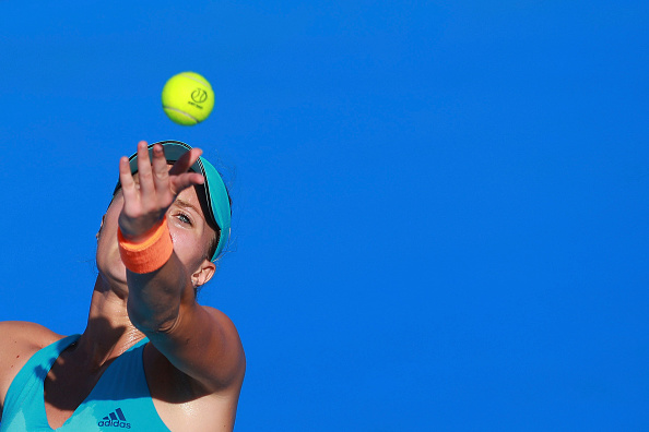 Mladenovic serves her way to take the lead | Photo: Miguel Tovar/Getty Images